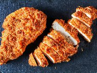 Хрупкаво панирано пилешко бонфиле на фурна с домашна галета (хлебни трохи)